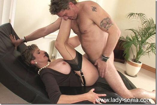 lady-sonia-cumshot-04